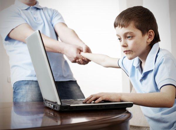 Соцсети, видеоигры и порно: Стали известны самые частые запросы детей в Интернете